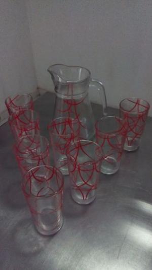 Jarra con vasos