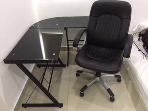 Escritorio con silla ejecutiva