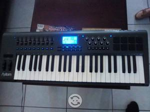 Controlador midi M-audio axiom 49