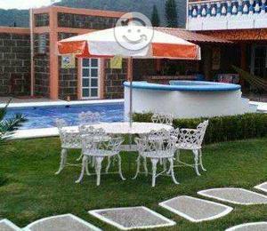 Comedor para jardin con cuatro sillas y sombrilla posot for Comedor de jardin con sombrilla