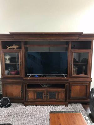 vendo mueble de tv de madera solida como nuevo