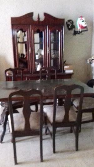 Juego de comedor con vitrina 6 sillas madera de cedro $
