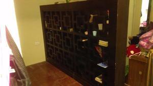 Mueble para libros adornos y cava posot class for Libros de muebles de madera