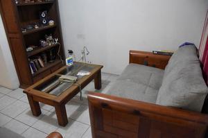 Sala estilo Rustico con librero y mesa de centro