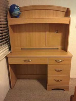 Librero garnde con escritorio en madera fina posot class for Sillas de escritorio de madera
