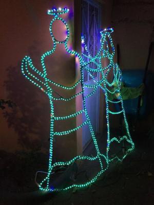 Luces navideñas con motivo de Angeles