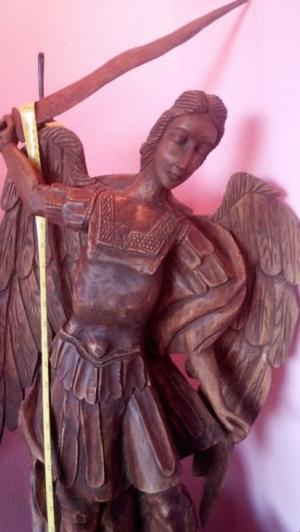 Escultura arcangel San Miguel
