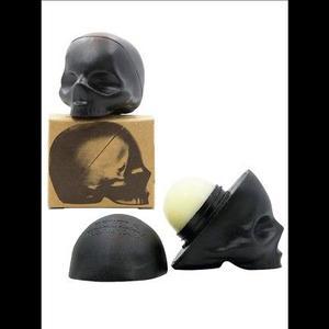 Bálsamo para labios en forma de cráneo