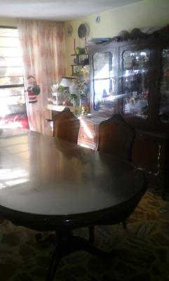 Comedor y vitrina de caoba