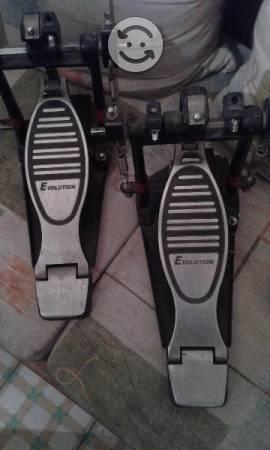 Doble pedal para batería musical