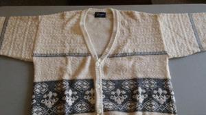 Suéter crema con bordados en negro/gris, de botones, marca