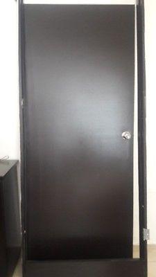 Se vende puerta de madera con marco
