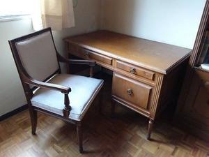 Escritorio de Madera con silla y 2 libreros
