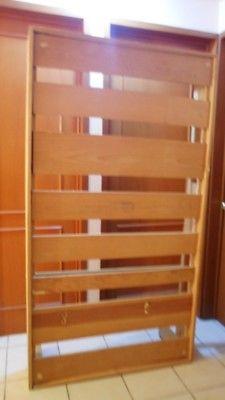 Cama, cabecera de madera y colchón individual $800