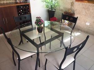 Comedor de mesa redonda con 4 sillas
