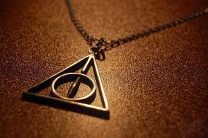Collar Con Dije De Reliquias De La Muerte Harry Potter