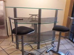 Cantina de cristal templado minimalista con tres bancos