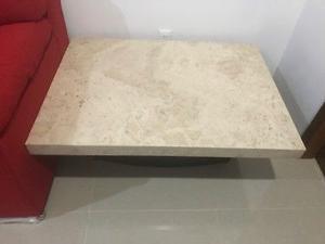 Mesa de centro de mármol y base de madera solida