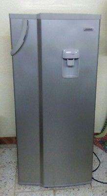 refrigerador mabe 8 pies, es de escarcha y tiene 6 meses de