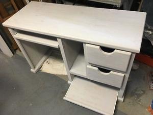 Hermoso escritorio de madera acabado tipo vintage