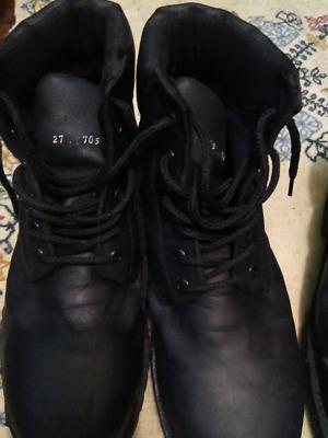 Botas negras con casquillo del número 27