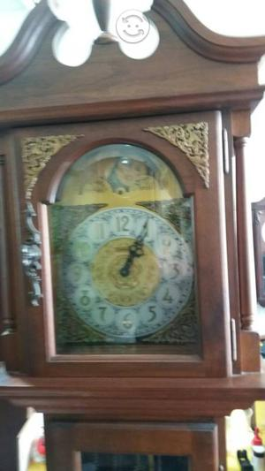 Antiguo reloj grandfhather