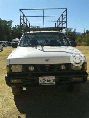 Nissan pick up batea larga