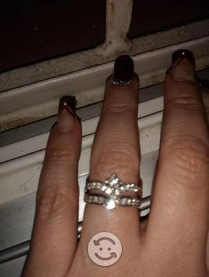 Anillo compromiso o anivers oro blanco y diamantes