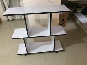 Mueble utilitario de MDF de 18mm y melamina con ruedas