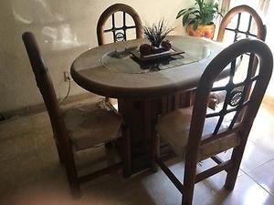 Comedor Rustico y dos mesas de centro.