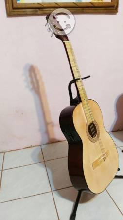 Guitarra nueva cuerdas de nylon