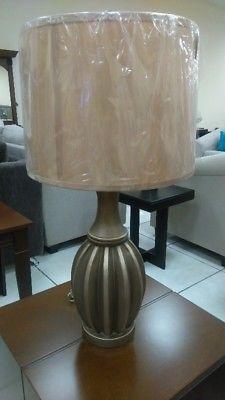 LAMPARA DE MESA modelo
