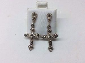 Aretes en plata con piedras tanzanitas en forma de Cruz.