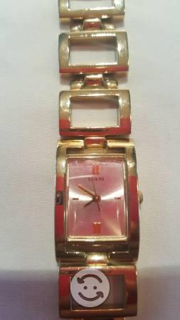 Reloj Guess original dorado U85002L1