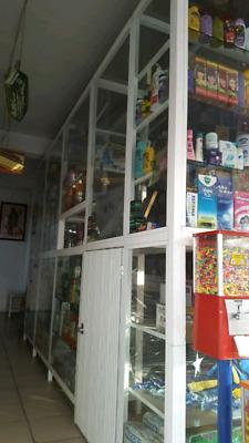 Se venden vitrinas mostrador para todo tipo de negocio en