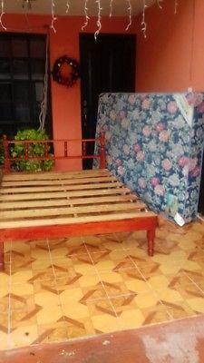 Vendo Base de madera y colchon