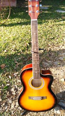 Guitarra electroacústica nueva de excelente calidad.