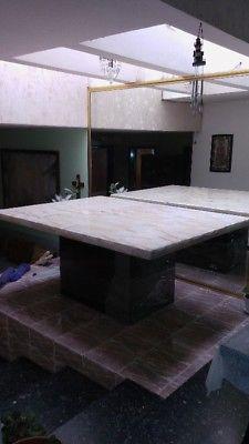 Mesa de onix y base de cama