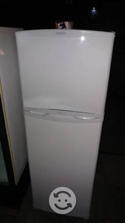 Refrigerador MABE 11 pies despachador de hielos