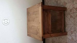 Mesa esquinera de madera