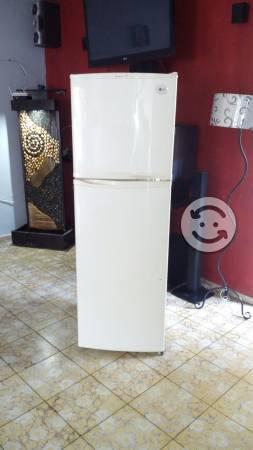 Refrigerador LG de 9 puien en buen estado