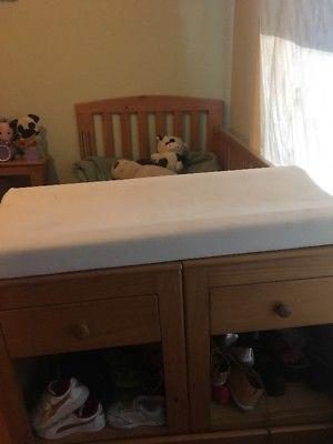 Se vende cuna ropero y juguetero muebles teté