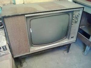 TELEVISION ANTIGUA CON MUEBLE DE MADERA