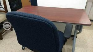 Mesa y par de sillas