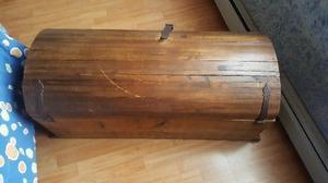 Baul de madera con llave