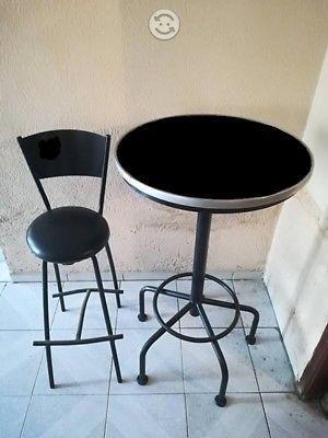 Se venden PERIQUERAS (mesas con 4 sillas)