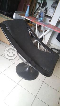 Silla de diseñador color negro, padrisima, ganela