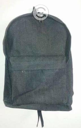 Somos fabricantes de mochilas y blancos