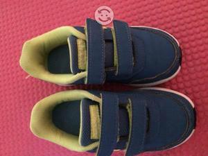 Tenis y botas de lluvia #15