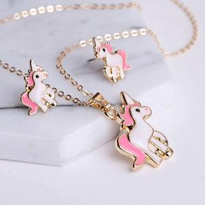 Oferta Collar Unicornio Con Aretes Y Cadena De Oro Lam 18k.